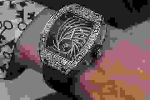 Sững sờ nhìn chiếc đồng hồ trị giá hơn 19 tỷ đồng bị giật ngay tại Paris