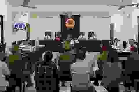 Xét xử vụ gian lận điểm thi: Vợ ông Triệu Tài Vinh xin vắng mặt tại phiên tòa
