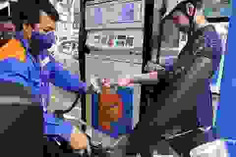 Sau đợt tăng giá mạnh, giá xăng sẽ giảm vào ngày mai?