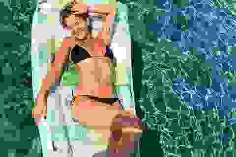 Rita Ora khoe ảnh bikini trong kỳ nghỉ tại Hi Lạp