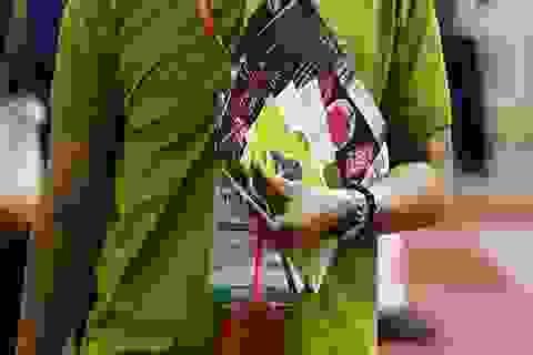 """Không thể tin ấn phẩm có """"đường lưỡi bò"""" xuất hiện tại hội chợ du lịch quốc tế"""