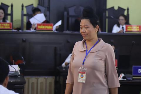 """Xử vụ gian lận thi ở Sơn La: Phụ huynh đầu tiên nhận đưa tiền để """"chạy"""" điểm cho con"""