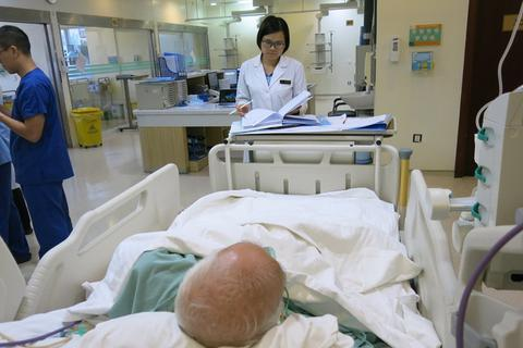 Dùng thuốc chuẩn tại hồi sức cấp cứu: Giảm tác dụng phụ và tỷ lệ tử vong