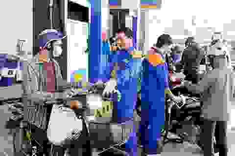 Đồng loạt giảm, giá xăng dầu xuống mức thấp nhất 13 năm qua