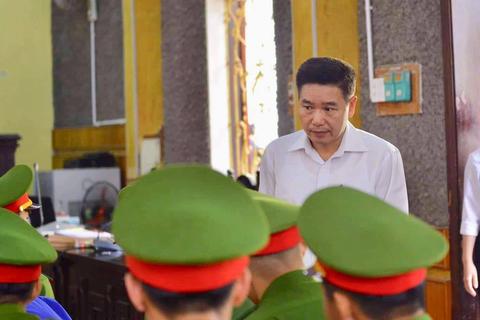 """Xử vụ gian lận thi cử Sơn La: Cựu phó giám đốc Sở bất ngờ """"phản pháo"""""""