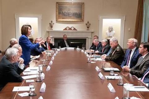 """Ông Trump """"khẩu chiến"""" dữ dội với phe Dân chủ tại Nhà Trắng"""
