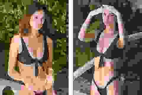 Emily Ratajkowski lấp ló ngực đầy