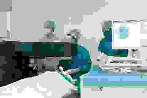 Điều trị tật khúc xạ theo bản đồ giác mạc từng bệnh nhân