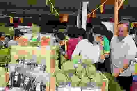 """Phiên chợ """"thực phẩm minh bạch"""" mừng ngày Phụ nữ Việt Nam"""