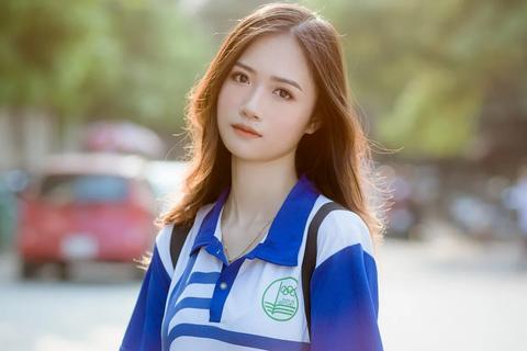 Nữ sinh bất ngờ nổi tiếng với bộ ảnh mặc đồng phục trường