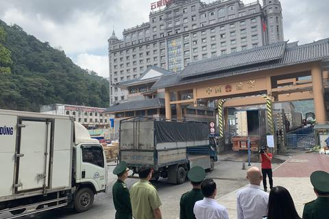 Virus corona hoành hoành, cửa khẩu ở Lạng Sơn tạm dừng thông quan hàng hóa