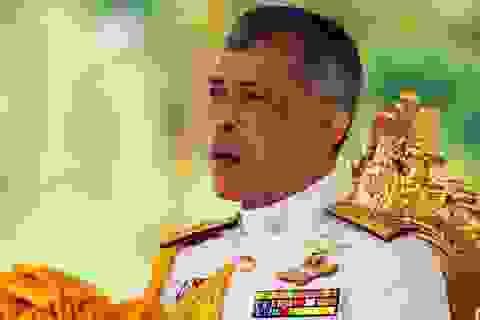 Nhà vua Thái Lan sa thải 6 quan chức sau khi phế truất hoàng quý phi