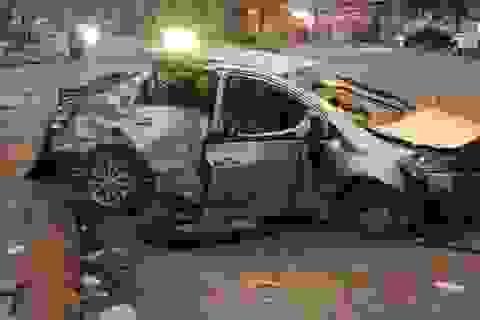 Clip tai nạn xe khách chạy tốc độ cao tông nát xe con sang đường khiến 3 người tử vong tại chỗ