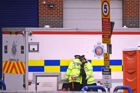 Cảnh sát nghi 39 tử thi thuộc đoàn 3 xe đưa hơn 100 người vào Anh