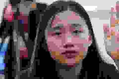 Học sinh quỳ gối, khóc nức nở nhận lỗi đã vô tâm với bố mẹ