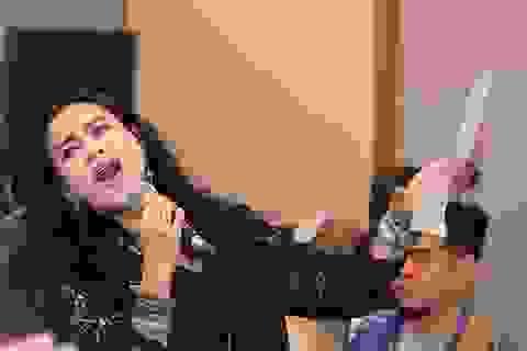 """Diva Thanh Lam """"phiêu"""", ngồi bệt xuống để hát"""