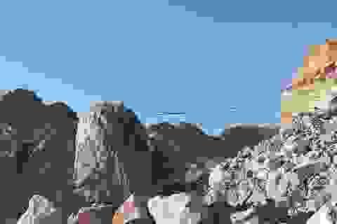 Bị tảng đá lớn lăn vào người, một công nhân tử nạn