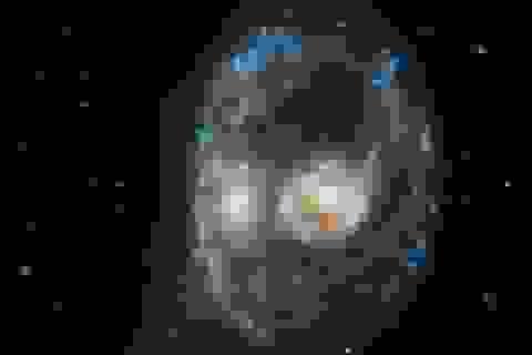 """Kính viễn vọng Hubble phát hiện """"khuôn mặt ma quái"""" trong không gian"""