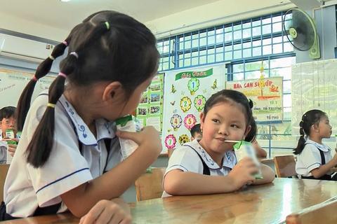 TPHCM: Hơn 53% học sinh tham gia chương trình sữa học đường