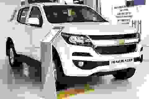 Xả hàng cuối năm, ô tô giảm giá 200-300 triệu đồng