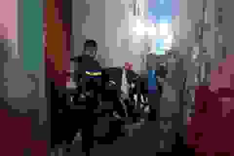 Cứu 3 người mắc kẹt trong đám cháy tại Đà Nẵng