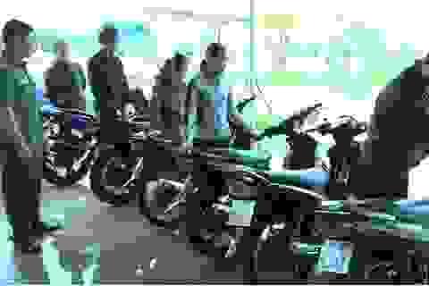 Người dân bất ngờ khi được trao trả xe máy bị mất nhiều tháng trước