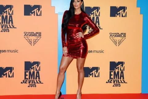 Ca sĩ Nicole Scherzinger đẹp bốc lửa ở tuổi 41