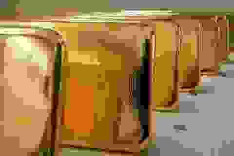 Nga bắt giữ người giấu 2 kg vàng trong giày định tuồn sang Trung Quốc