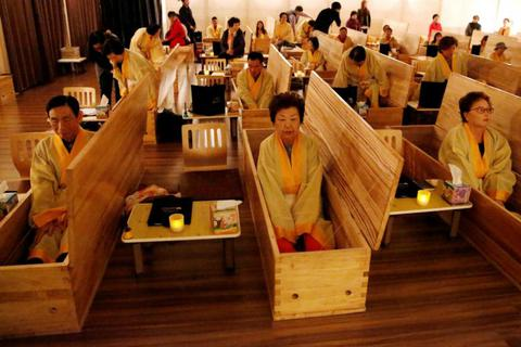 Trào lưu tổ chức đám tang cho người còn sống ở Hàn Quốc