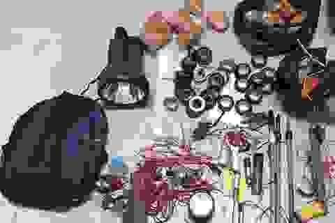 """Nhóm """"cẩu tặc"""" hối lộ Cảnh sát cơ động 15 triệu đồng khi bị bắt"""