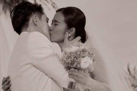 Ông Cao Thắng khóc cảm ơn Đông Nhi trong đám cưới đẹp như mơ
