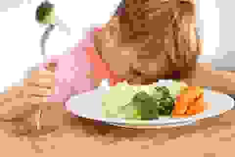 Làm sao để con chịu ăn rau