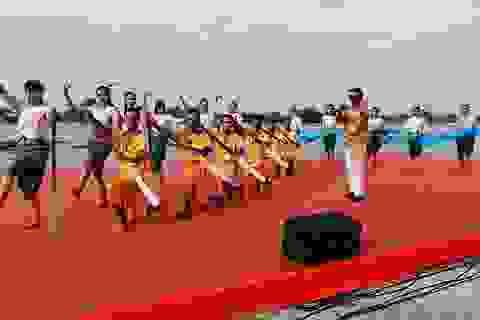 Hàng chục nghìn người dân đến xem đua ghe Ngo tại lễ hội Oóc Om Bóc