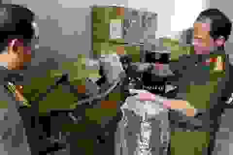 Phát hiện một căn nhà chứa hàng ngàn hộp shisha không rõ xuất xứ