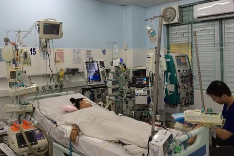 Cứu sống nữ sinh viêm cơ tim tối cấp, bác sĩ được tặng bằng khen