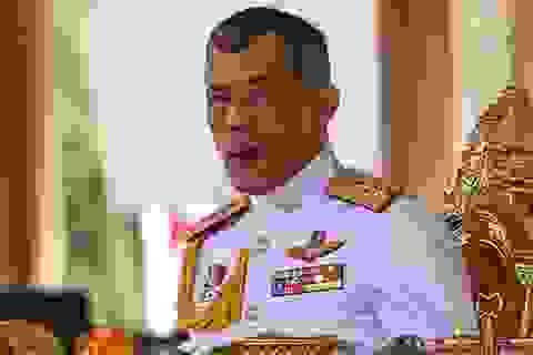 Vua Thái Lan bất ngờ phục chức cho 3 quan chức bị sa thải