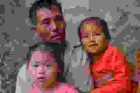 Vợ chồng nghèo đến cùng cực bán cả ruộng để cứu con