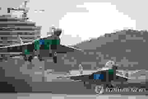"""Ông Kim Jong-un thị sát dàn máy bay quân sự """"bất khả chiến bại"""" của Triều Tiên"""