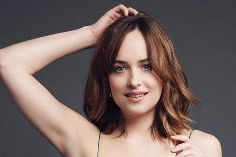 """Nữ diễn viên """"50 sắc thái"""" được cha khen là """"xuất sắc nhất"""""""