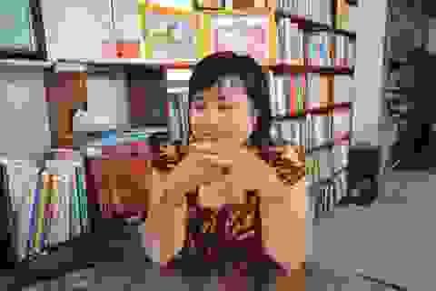 """Vợ chồng thầy giáo chắt chiu từng đồng thành lập """"thư viện"""" cho học sinh"""