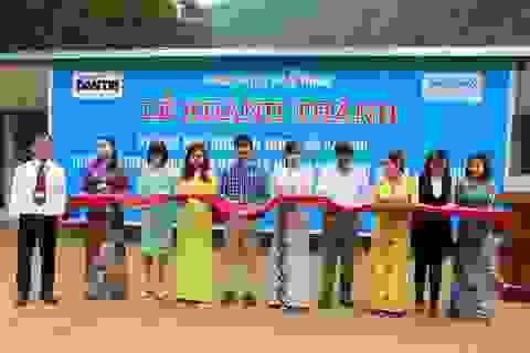 Hàng trăm em học sinh cùng thầy cô giáo vùng cao vui mừng đón nhận 4 phòng học Dân trí