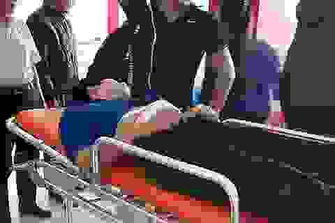 Vừa rời cổng trường, nam sinh lớp 10 bị đâm thủng bụng