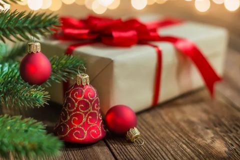 Giáo viên đề nghị học sinh quyên góp giúp đỡ người nghèo thay vì mua quà tặng cô