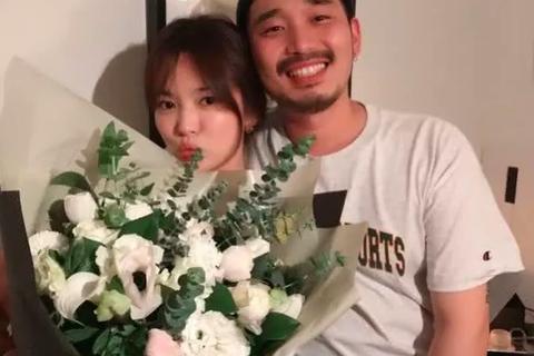 Song Hye Kyo chụp ảnh cùng người khác phái nhân dịp sinh nhật