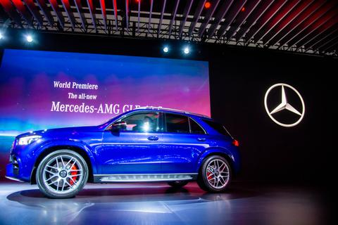 """Mercedes-AMG GLE 63 và 63S """"nghênh chiến"""" BMW X5 M"""