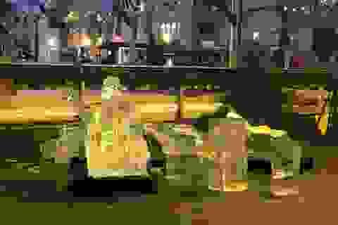 Tượng băng trong chợ Giáng sinh đổ sập, bé trai 2 tuổi thiệt mạng