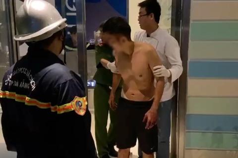 Giải cứu nam thanh niên định nhảy lầu từ tầng 23 khách sạn