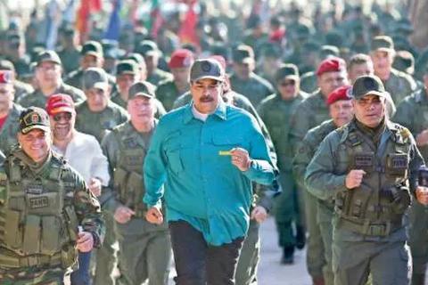 Lo Mỹ sắp hành động, Tổng thống Venezuela lệnh quân đội sẵn sàng chiến đấu