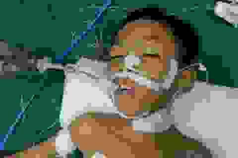 Bác sĩ kêu gọi mạnh thường quân chung tay cứu cậu bé 8 tuổi tính mạng đang nguy kịch
