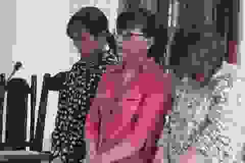 Nữ cán bộ giúp 2 phụ nữ lừa chạy việc ngành y